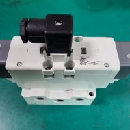SMC VQ7-8-FG-D-3NRA03 valve iso dbl sol size 2, VS7-8 SOL VALVE 4/5 PORT (A급-미사용품)